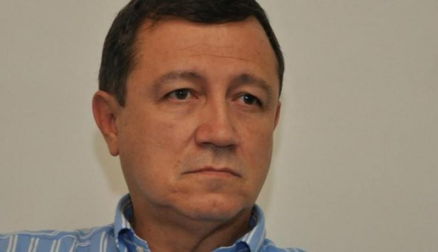 Ernesto Macías.