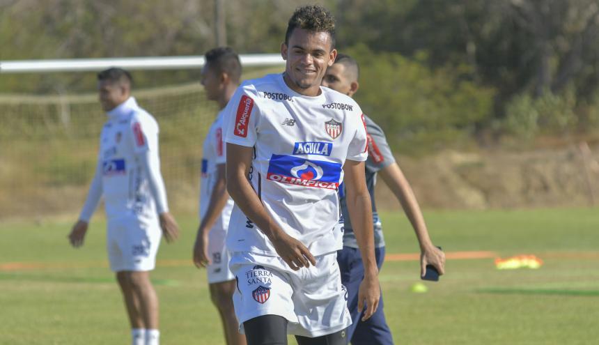El extremo guajiro Luis Díaz entrena con normalidad en Junior. Al jugador se le ve activo en las prácticas.