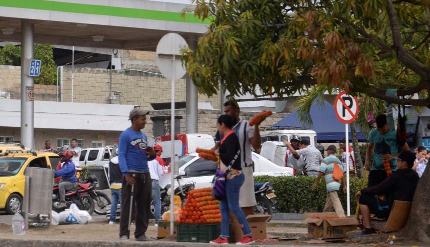 En Sincelejo, los venezolanos viven del rebusque en las esquinas de los semáforos.