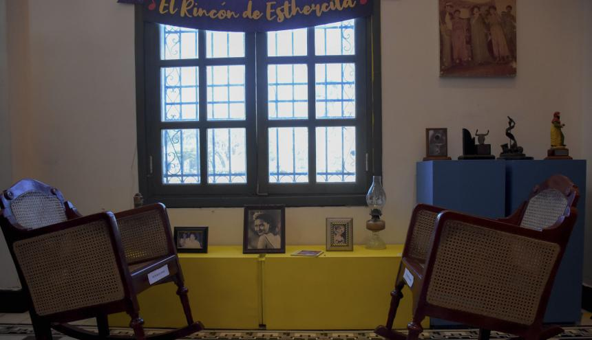 El Rincón de Esthercita, espacio de la exposición dedicado exclusivamente a las mecedoras y el entorno donde se sentaba a componer sus canciones la Novia de Barranquilla.