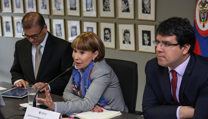La mesa pensional fue instalada por la ministra del Trabajo, Alicia Arango Olmos.