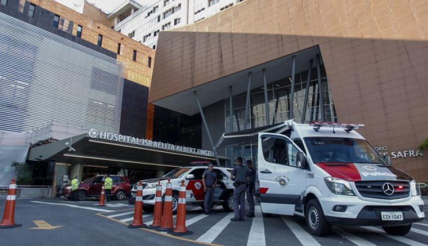 Entrada del Hospital Albert Einstein donde el presidente Jair Bolsonaro está siendo hospitalizado.