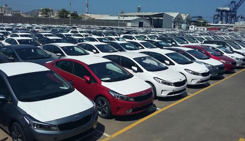 Autos en puerto de Santa Marta antes de proceso de introducción al mercado.