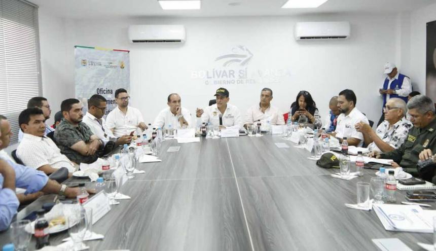 Reunión de gobernadores y representantes de riesgo, ayer en Magangué.