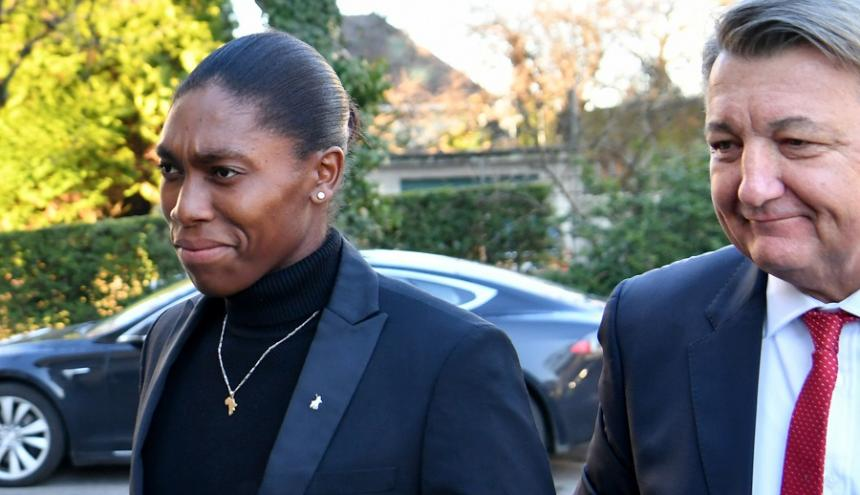 Caster Semenya y su abogado Gregory Nott.