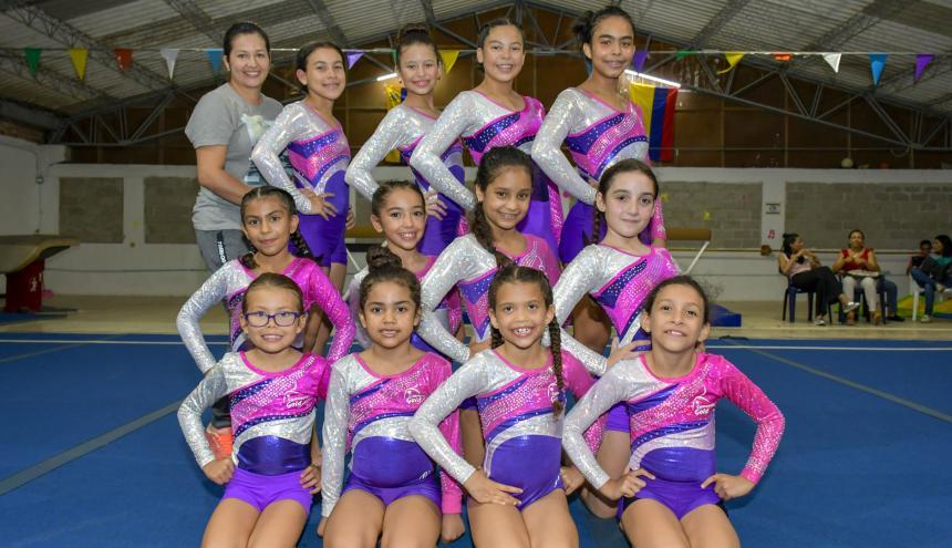 Equipo de gimnasia del club Gymnastic Gold.
