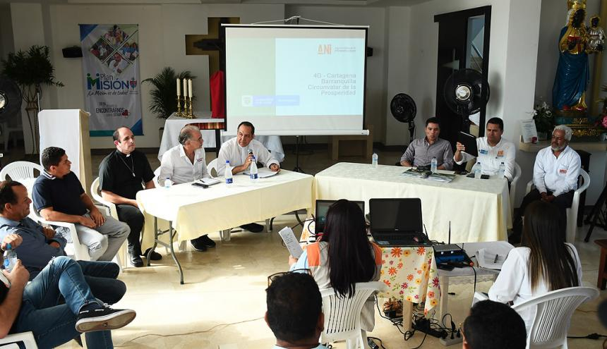 Aspecto de la reunión entre autoridades y comunidad de Villa Campestre.
