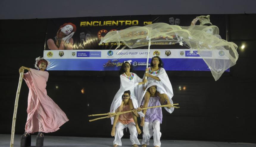Grupo de Uniatlantico, Curramba Teatro, puesta en escena: la Cándida Eréndira y su abuela desalmada.