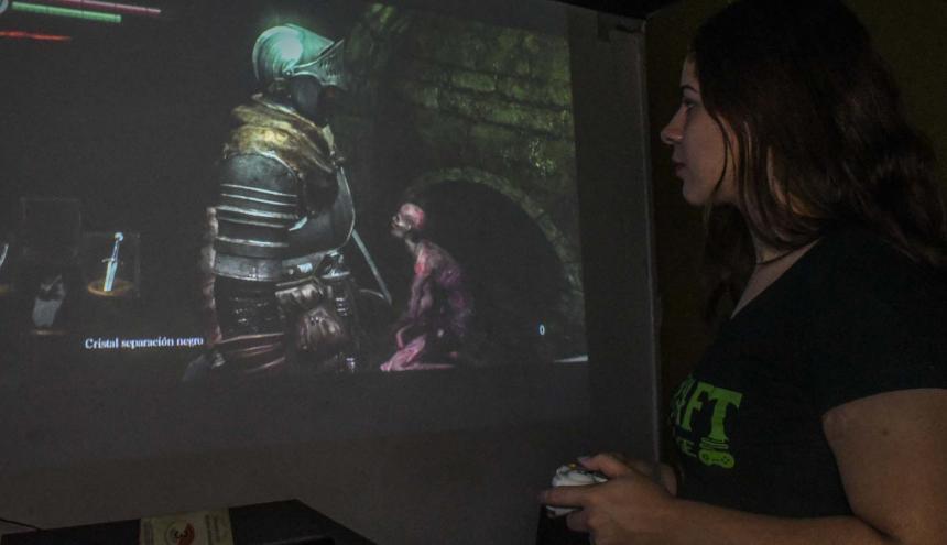 Barcraft Gaming Lounge es uno de puntos de reunión de los amantes de los videojuegos en la ciudad .