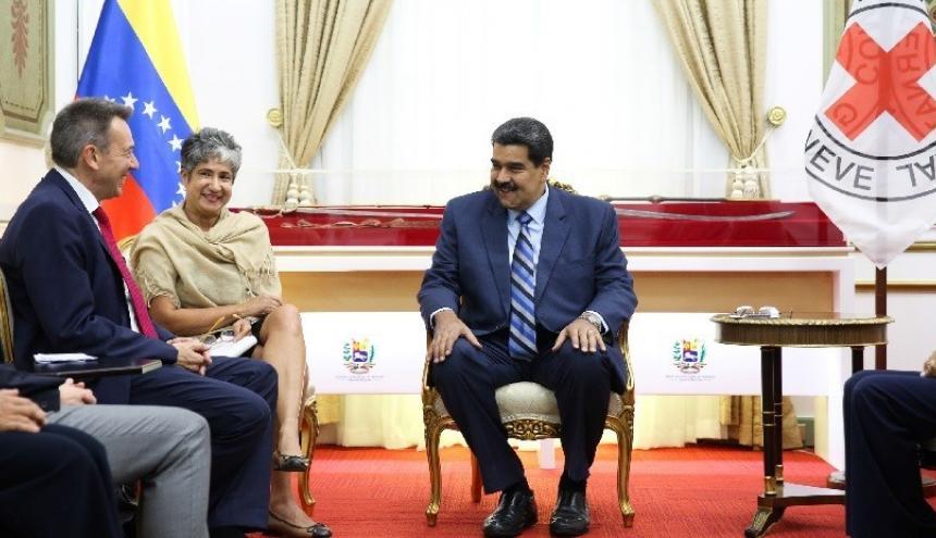 El presidente de Venezuela, Nicolás Maduro, y el presidente de la Cruz Roja Internacional, Peter Maurer, en Caracas.