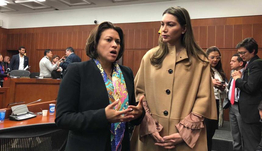 La superservicios Natasha Avendaño y la senadora Ruby Chagüi.