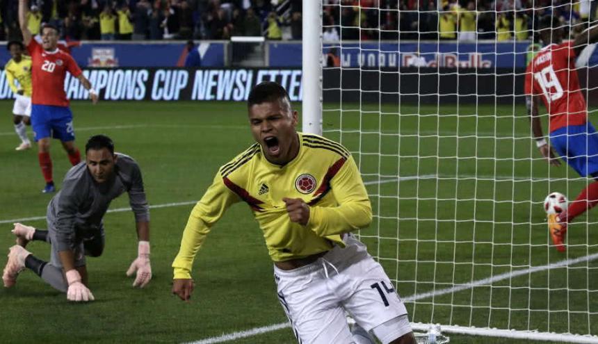 El 'Cucho' Hernández celebrando un gol con la Selección Colombia.