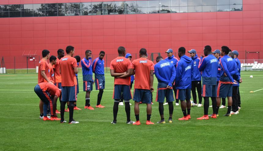 Selección Colombia Sub-20 entrenando en el complejo deportivo del Lodzkiego Klubu Sprtowego.