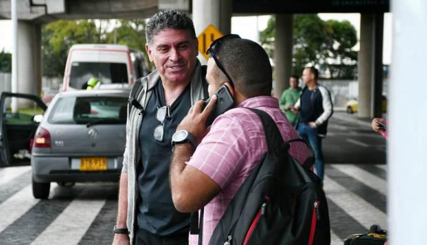 Luis Fernando Suárez habló brevemente con el periodista de EL HERALDO esperando el transporte hacia su hotel en el aeropuerto ElDorado.