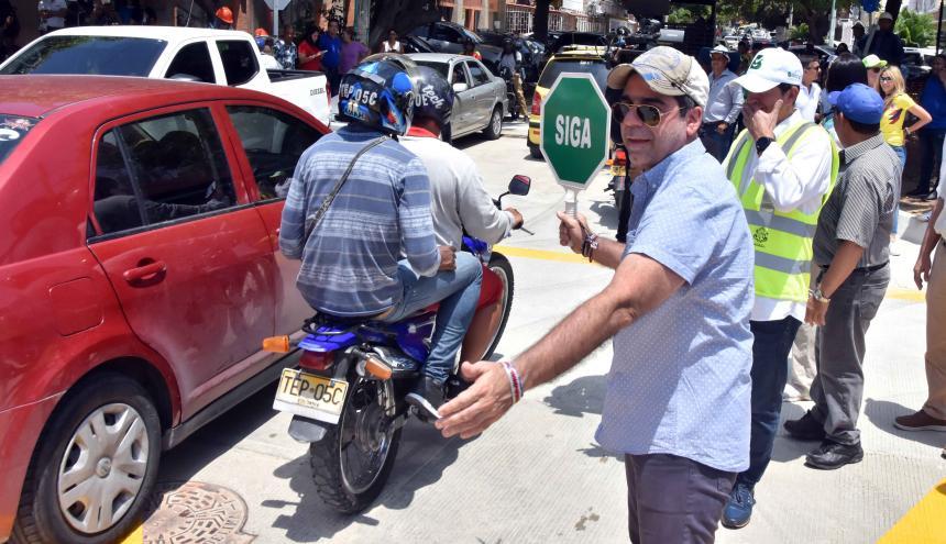 El alcalde Char da paso a los vehículos en la calle 59.
