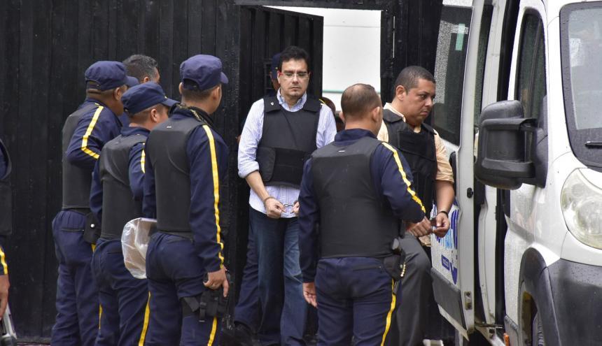 Ramsés Vargas cuando era sacado de la Cárcel Distrital El Bosque para trasladarlo a su residencia, el pasado 7 de junio.