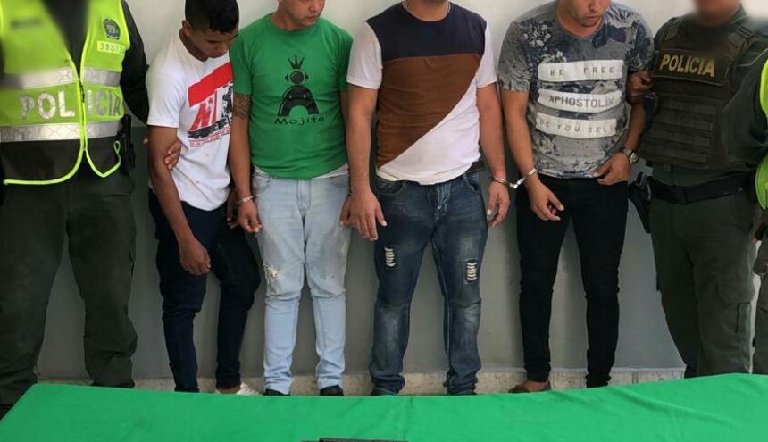Los cuatro hombres capturados.