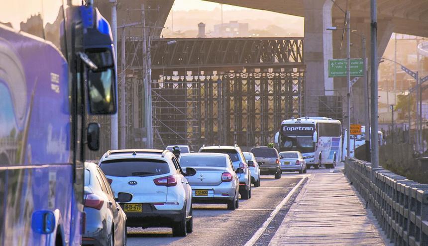 Vehículos ingresan a B/quilla por el Pumarejo.