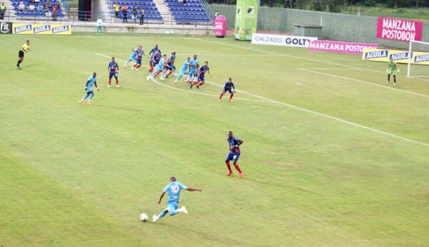 Acción del juego entre Jaguares y Unión Magdalena.