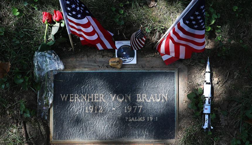 Tumba del ingeniero alemán Wernher von Braun.