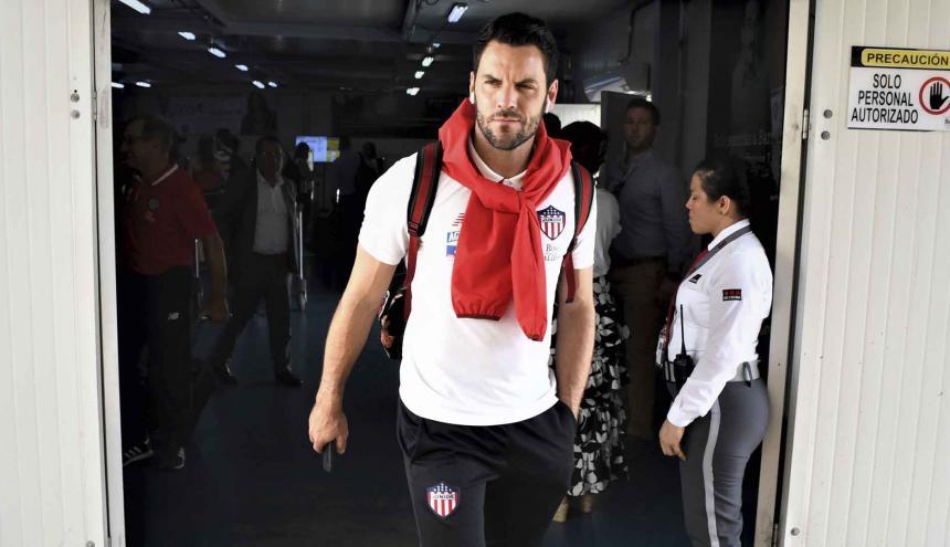 El arquero Sebastián Viera atiende a los medios a su llegada a Barranquilla.