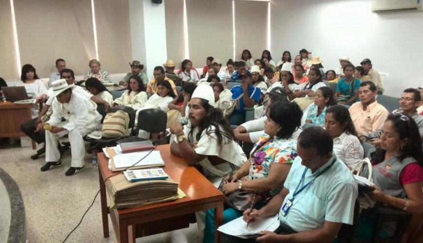 Audiencia de Justicia y Paz desarrollada ante comunidades indigenas.