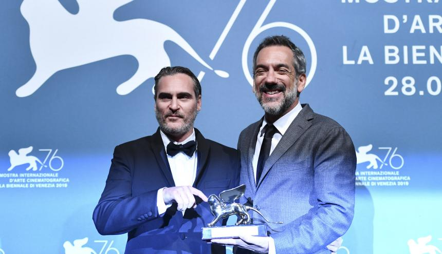 De Izq. a Der: Joaquín Phoenix y Todd Phillips, actor y director estadounidenses, respectivamente.
