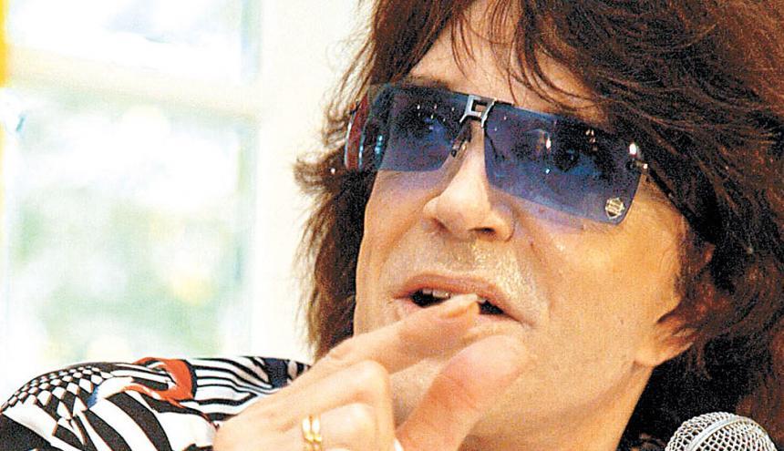 Camilo Sesto durante la rueda de prensa que brindó en el Hotel El Prado.