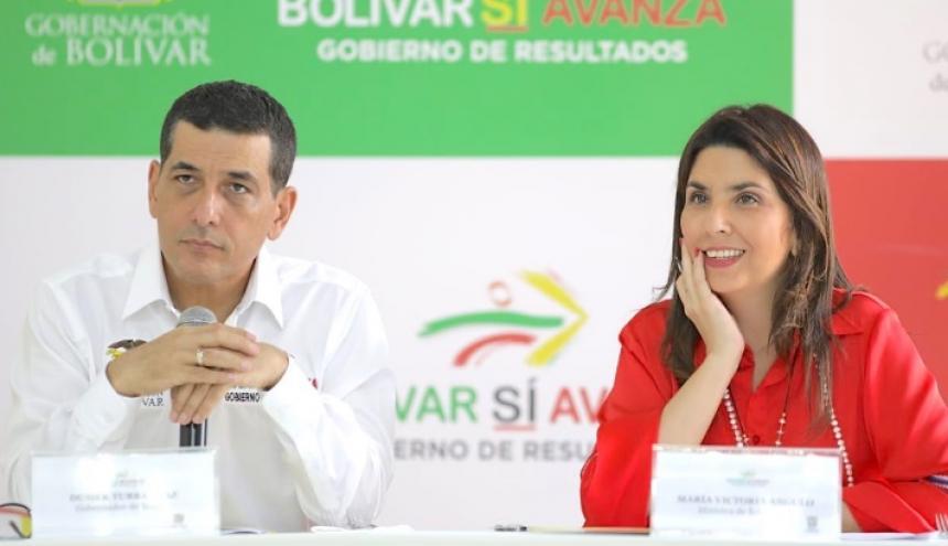 El gobernador de Bolívar, Dumek Turbay, junto a la ministra de Educación, María Victoria Angulo.