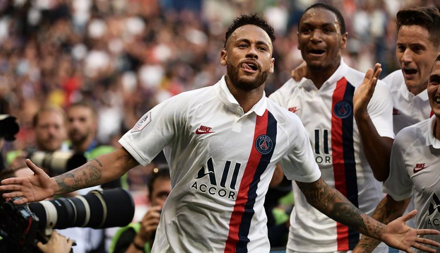 Neymar festeja su tanto ante el Estrasburgo.