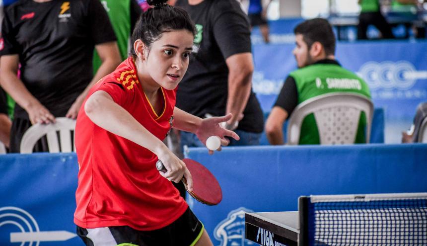 La tenista barranquillera Valentina Álvarez durante el Torneo Departamental, en el Romelio Martínez.