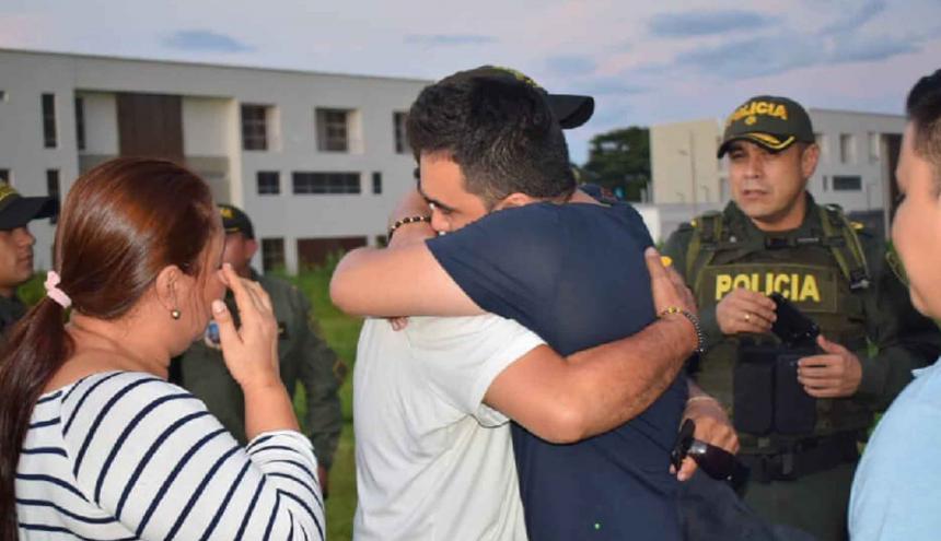 Momentos del reencuentro del secuestrado con sus familiares.