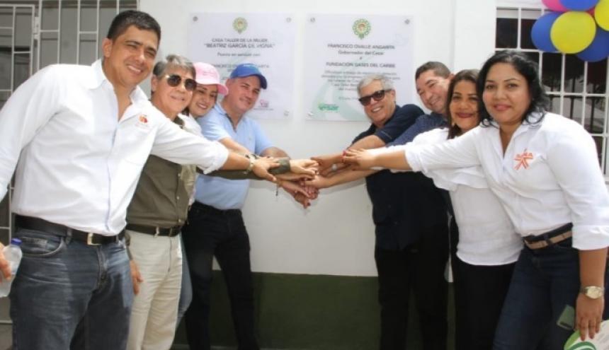 El gobernador Franco Ovalle, la primera dama Edna María Vigna, el gerente de Gases del Caribe, Ramón Dávila, y otras autoridades de El Copey.