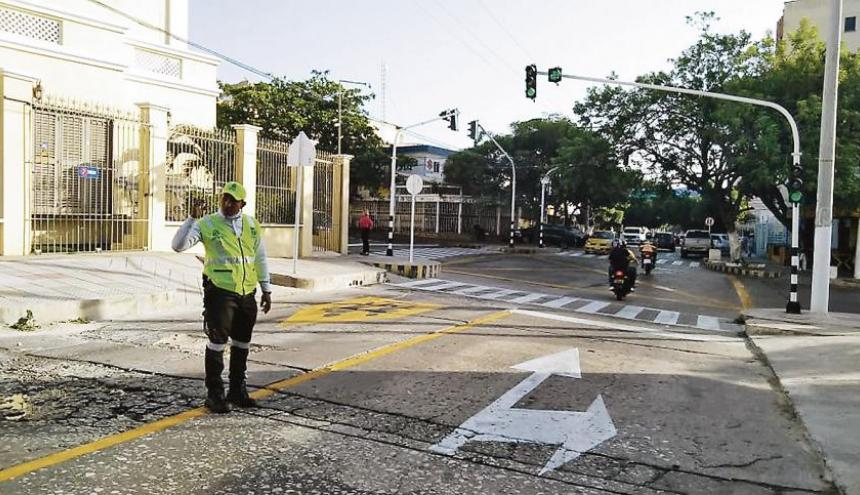 Orientadores apoyan labor de la Policía de Tránsito frente a los cambios viales. Imagen de referencia.