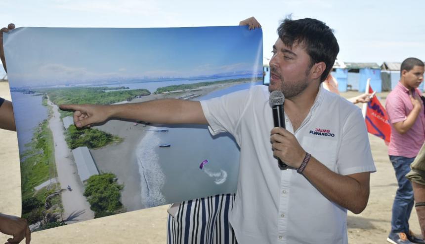 Jaime Pumarejo muestra un render de la recuperación de Puerto Mocho.
