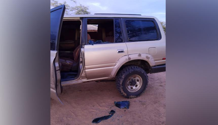 Un vehículo atacado durante incidentes.