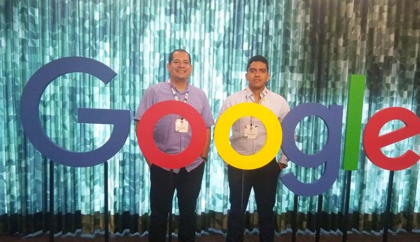 El equipo de investigadores de Uninorte, ganadores de la beca: el docente, Winston Percybrooks y Pedro Narváez, estudiante del doctorado sobre Ingeniería Eléctrica y Electrónica.
