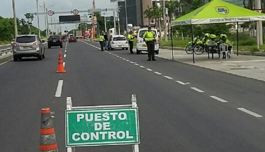 La Policía ha dispuesto varios puestos de control en las carreteras del departamento.