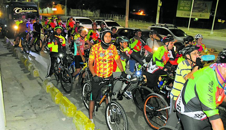 Un grupo de ciclistas recorre el Gran Malecón del Río en desarrollo de una de las Biciquilla que se realizó en la ciudad.