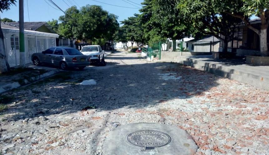 La vía lleva deteriorada alrededor de 18 años, según vecinos del sector.