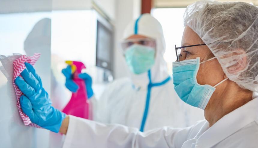 Jornadas de desinfección también son realizadas sin excepción en las clínicas.