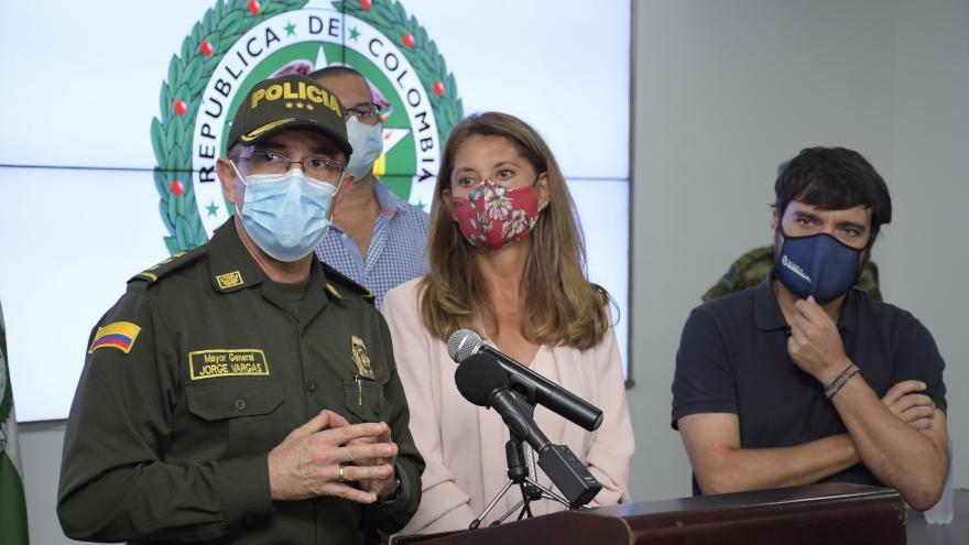 De izq. a der.: el mayor general Jorge Luis Vargas, director de la Policía, Marta Lucía Ramírez, vicepresidente de la República y Jaime Pumarejo, alcalde de Barranqilla, en el comando de la Mebar.