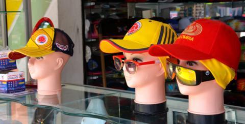 Las gorras también vienen con el diseño de la Selección Colombia para  planes al aire libre. 8d02ad5bb4e