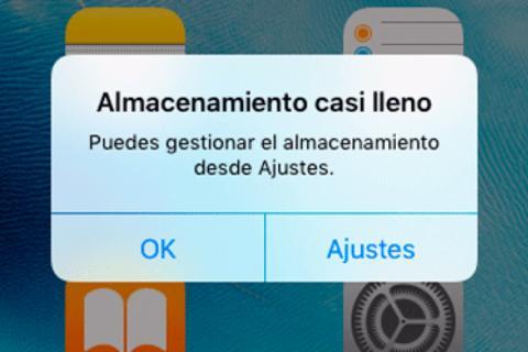 5744e8b4fde Mensaje que sale cuando el almacenamiento de un iPhone está lleno. Esta  alerta de memoria llena se ha vuelto un malestar para los usuarios de  'smartphones'.