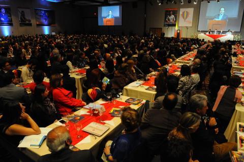 Colciencia y colfuturo entrega 1200 becas para realizar - Becas para colombianos en el exterior ...