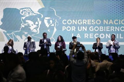 Rodrigo Londoño junto a los líderes del partido Fuerza Alternativa Revolucionaria del Común (Farc).