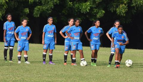 La Selección Colombia femenina entrena en el Polideportivo de Monómeros.  Luis Rodríguez aa26b625f2736