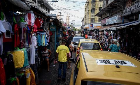 Vendedores estacionarios ubicados en la carrera 41 entre calles 35 y 36.