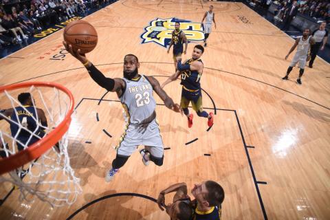 online store 2f5e3 ae327 El astro norteamericano LeBron James en acción, en un juego con los  Cleveland Cavaliers en la NBA.