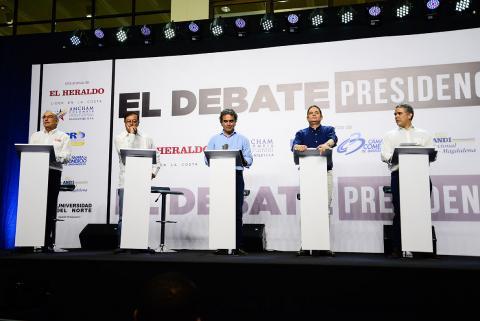 Los candidatos a la Presidencia durante el debate organizado por esta casa editorial, el 5 de abril de 2018.